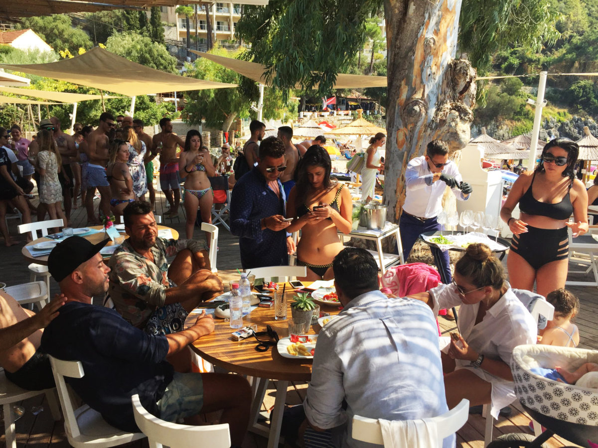 Akron beach bar restaurant paleokastritsa corfu Champagne party 00031